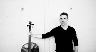 standing cello / Sarah Wijzenbeek